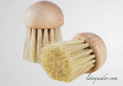 Brosse à champignons en bois